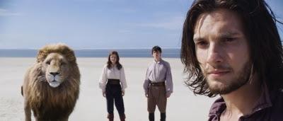 Aslan, Lucy (Georgie Henley) et Edmund Pevensie (Skandar Keynes) et le Prince Caspian (Ben Barnes) dans Le Monde de Narnia : L'Odyssée du Passeur d'aurore