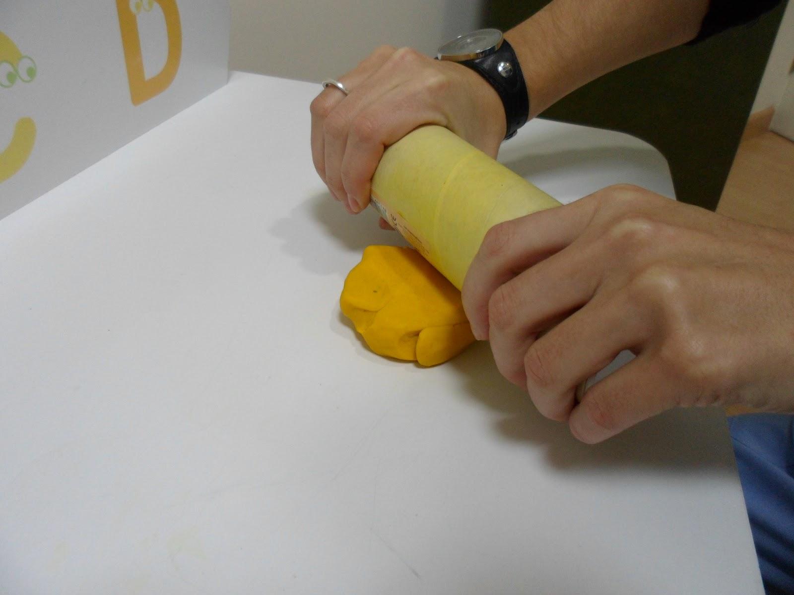 Una terapeuta temprana tarta de plastilina - Rodillos con relieve ...