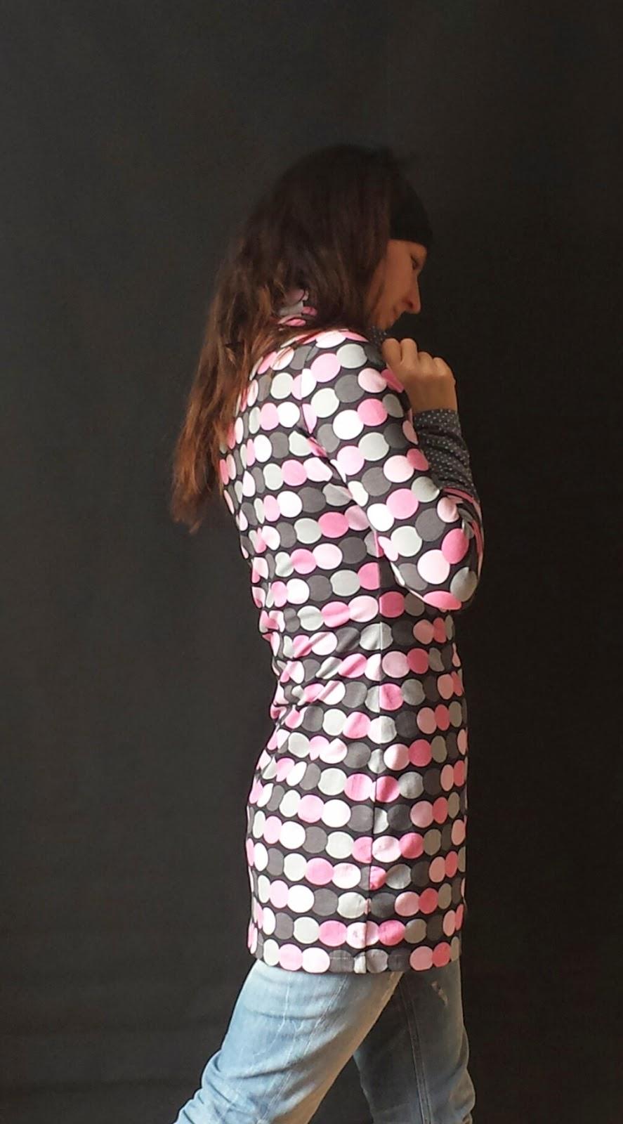 Kleid mit Rollkragen und Raffung