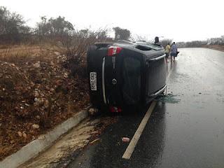 Carro da Prefeitura de Nova Palmeira sofre acidente quando viajava para Picuí
