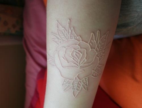 Lo llevamos en la piel: Tinta Blanca, un tatuaje original.
