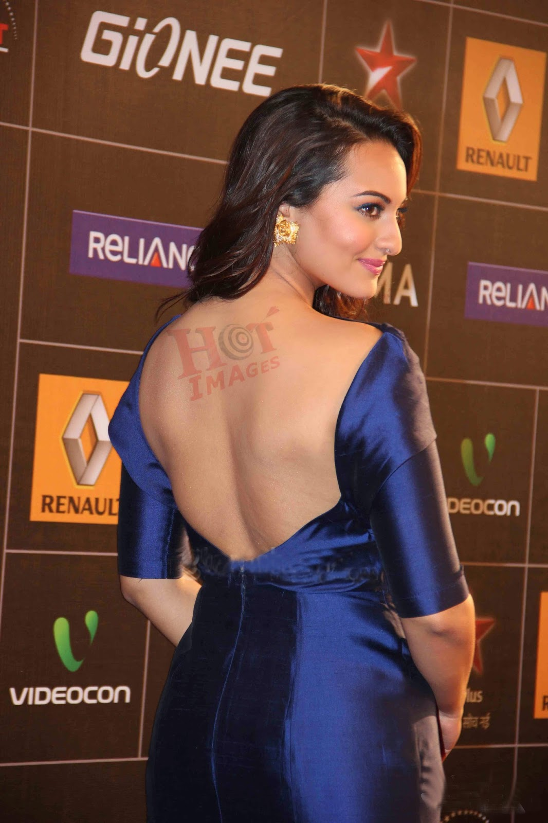 Sexy Sonakshi Sinha Hot Back Pictures - HOT IMAGES