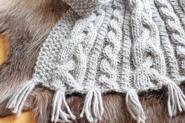 Wollstrickdecke mit Zopfmustern, Wolle: Drops Design