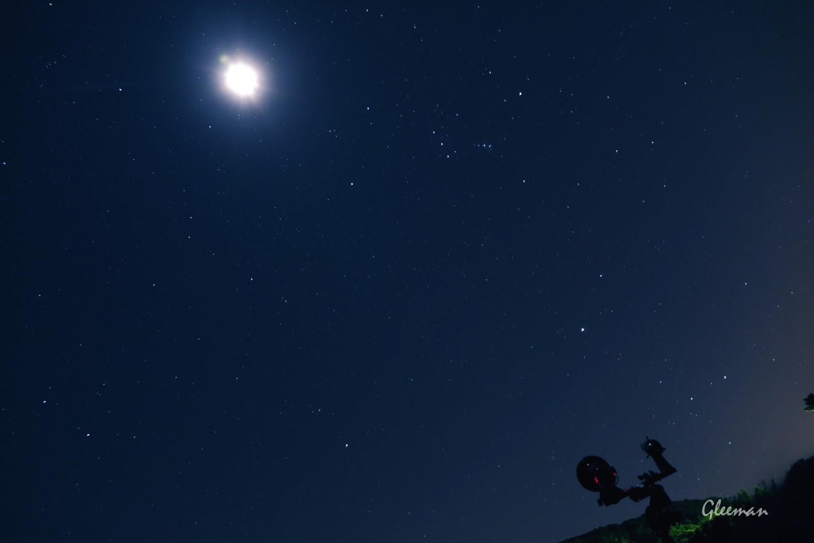 moon, 拍彗星的同時,凱凱用Canon G1x MK2 在一旁拍的^^ 月亮還蠻亮的
