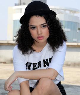 kumpulan foto Wizzi, koleksi foto wizzy, artis cantik indonesia, artis populer