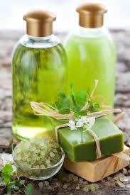 Menggunakan produk-produk alami