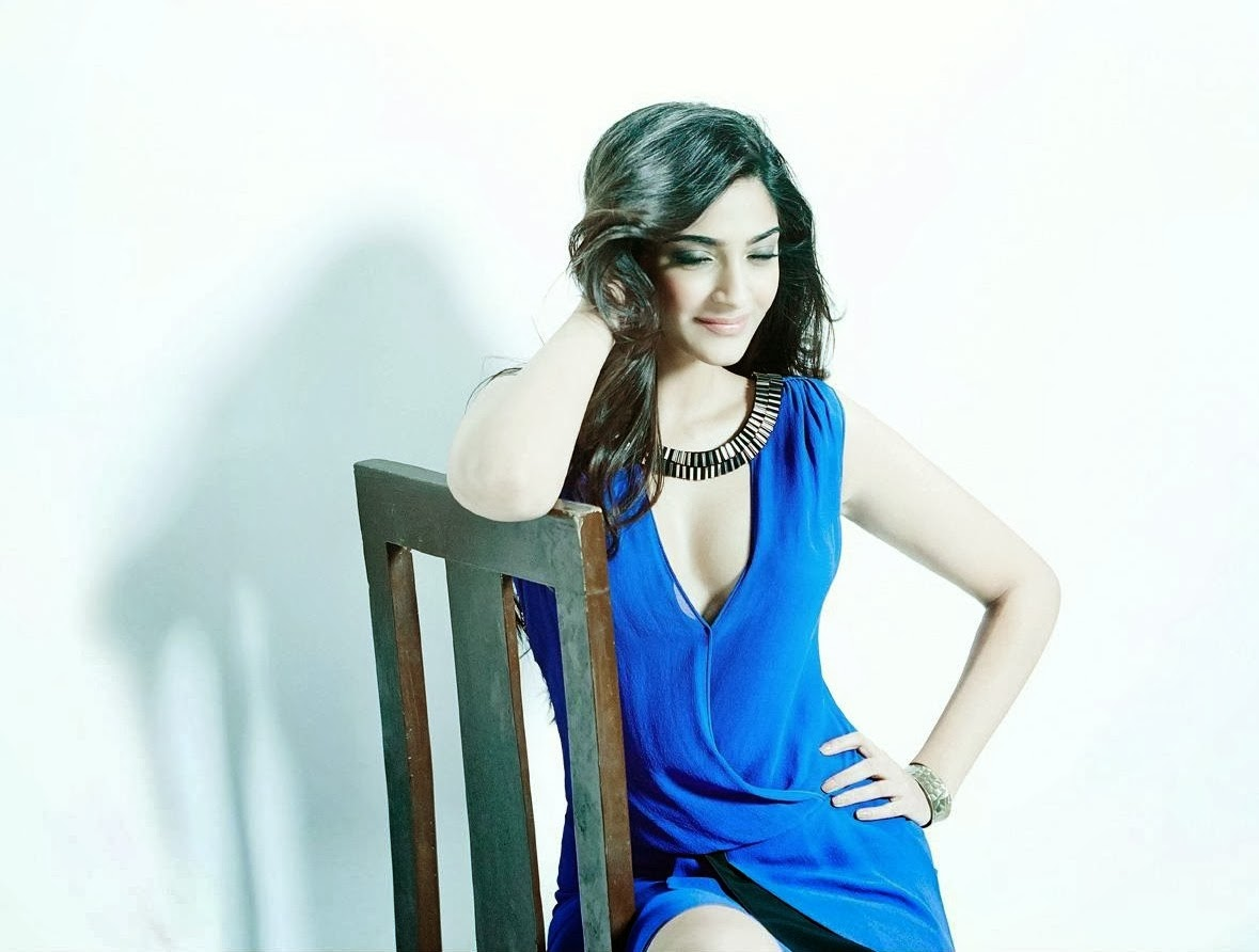 bollywood film actress gallery sonam kapoor hot photos and wallpapers