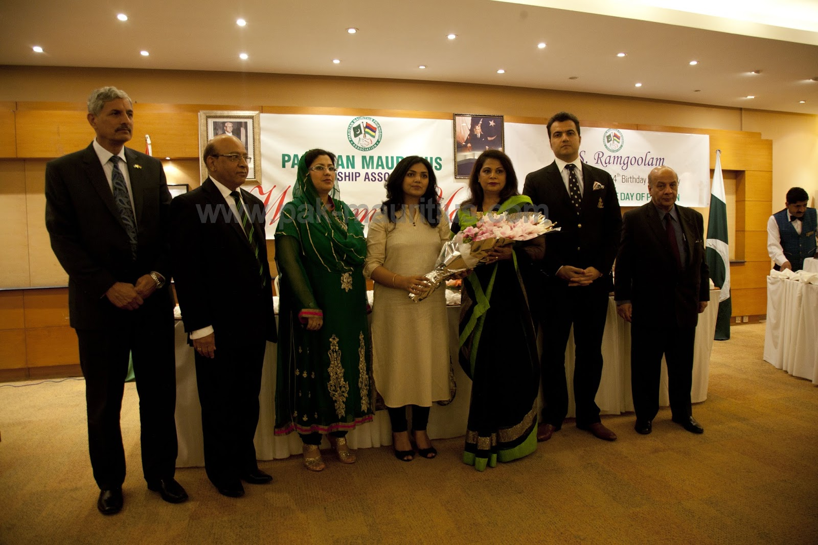 pakistan-mauritius-friendship-association-panel-standing-ambassador