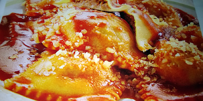 Ravioles con salsa y cordero