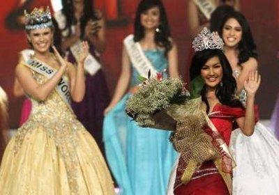 Miss Indonesia 2011 Astrid Ellena Indriana Yunadi
