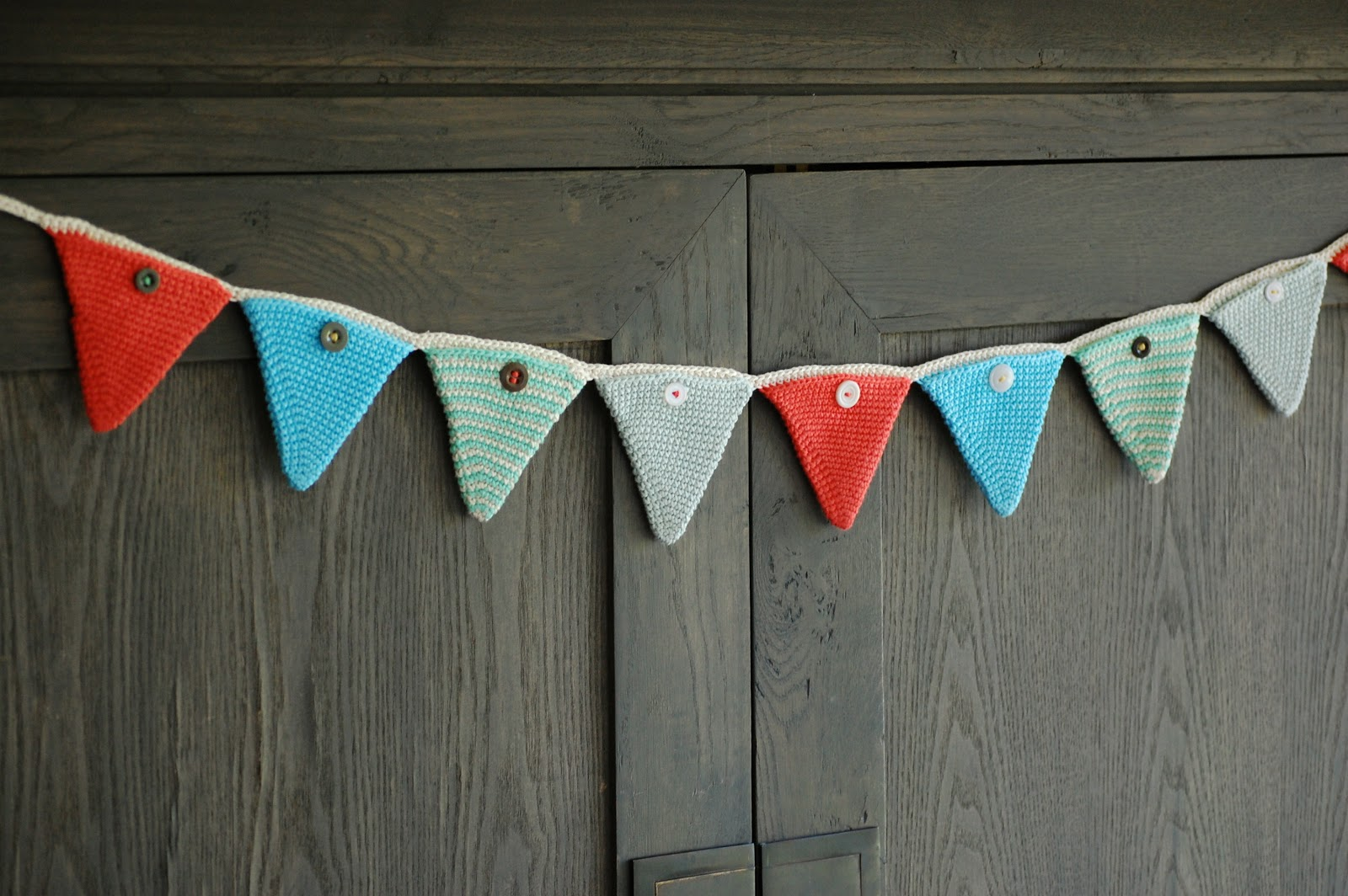 Knitting Pattern Christmas Bunting : Greedy For Colour: A Christmas Crochet Advent Bunting Tutorial.