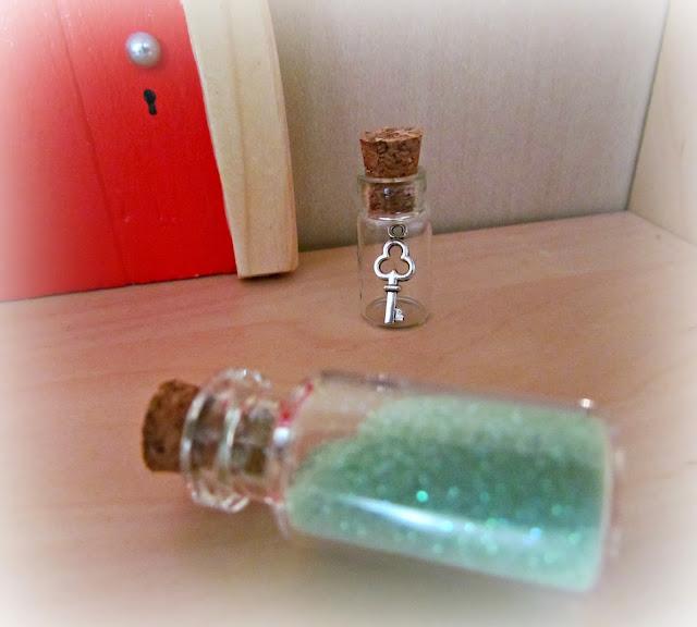 The irish fairy door company dolly dowsie for Little fairy door accessories