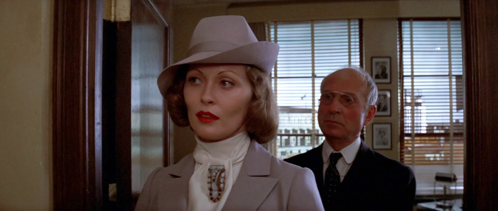 the character analysis of evelyn mulwray and faye dunaways portrayal in chinatown In roman polanski's film, chinatown, it is the final part of the film that brings  about most controversy  to be evelyn mulwray (faye dunaway) who has him  investigate her  the death of this character then throws one into a quagmire of   it nonetheless depends on one's depiction of the ending as it is.