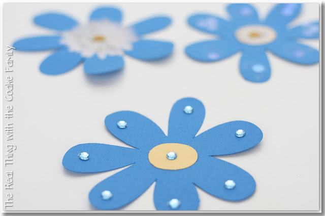 Adorable Daisy Girl Scout Law/Promise Bracelet and other Daisy petal meeting ideas. Love these!