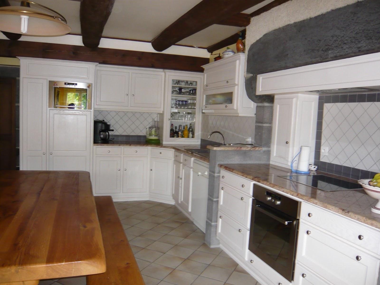 Artisan fabricant de cuisine. Cantal. Auvergne. Cuisiniste. Meubles ...