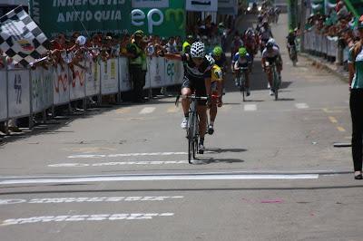 http://3.bp.blogspot.com/-cWA8tp3fiRc/TgDxqZ-iGuI/AAAAAAAACYc/WLHc0WZliNk/s640/Sevilla+en+Socorro.JPG