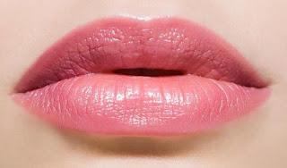 Merahkan Bibir Dengan Cara Alami Ini