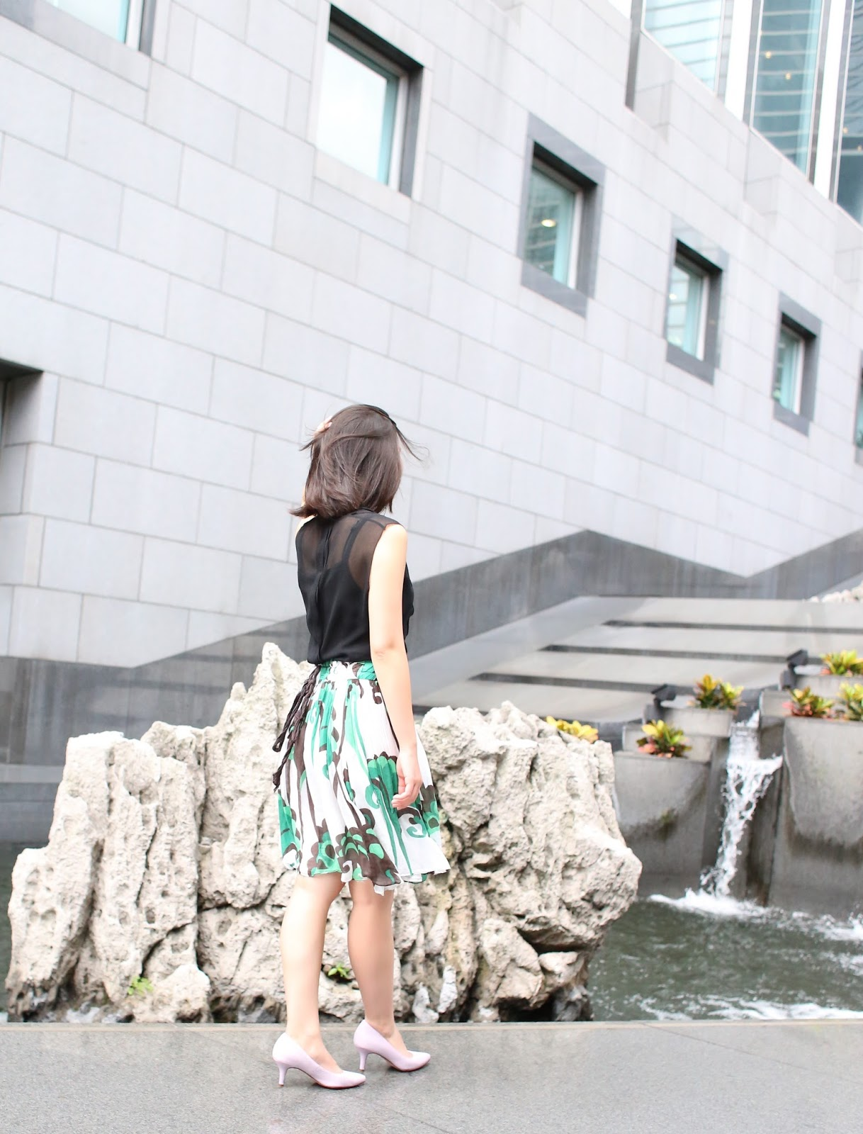 zara outfit, green skirt with swirls, chiffon green skirt, 9 to 5 chic, finance outfit, law outfit