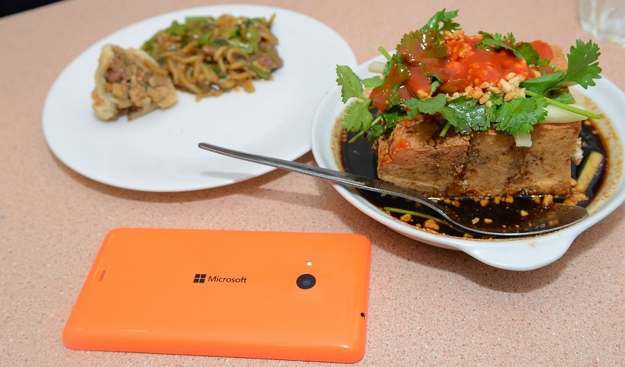 Sampling some Chinese food with the Lumia 535
