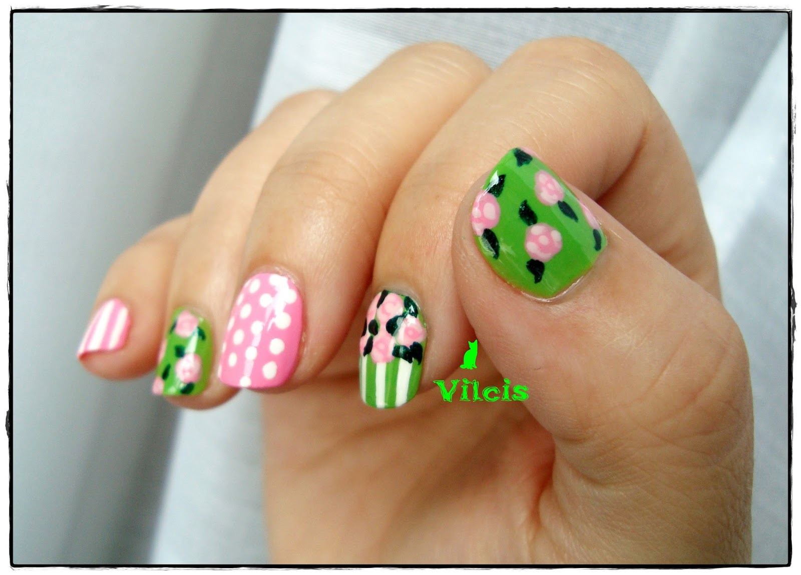 Vilcis nail designs: Diseño de uñas de primavera con rosas y hojas