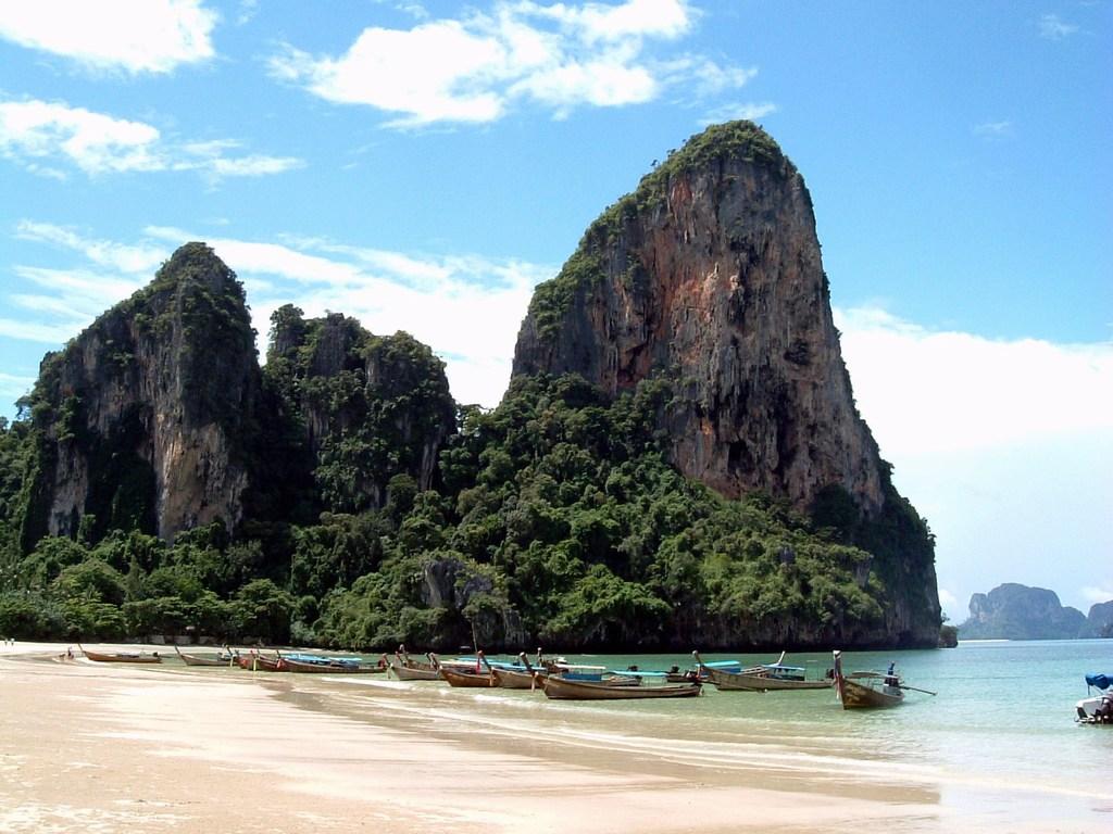 http://3.bp.blogspot.com/-cWnM8XkwQfs/TVQkHdzJJ-I/AAAAAAAAF8Y/iZKSyS9SEfE/s1600/beach+wallpaper+%25289%2529.jpg