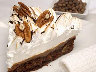 Torta de merengue con base de chocolate