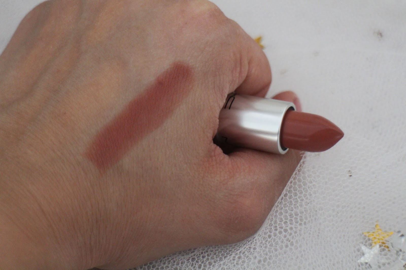 MAC lipstick. MAC lipstick review, Kylie Jenner lips, How to get Kylie Jenners lips, Kylie Jenner Lipstick, MAC Velvet Teddy Lipstick, MAC Lipstick swatch, Beauty