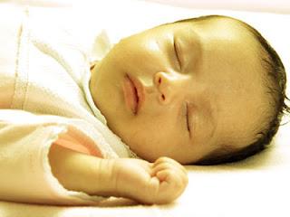 Penyebab dan Cara Mengatasi Bayi Kuning Baru Lahir