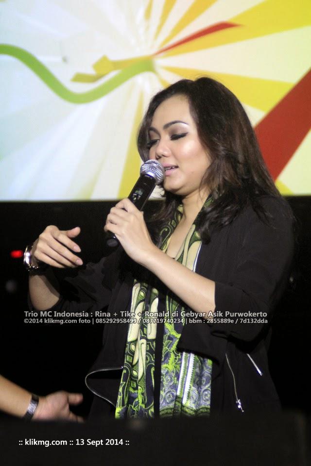 Trio MC Indonesia : Rina + Tike + Ronald di Gebyar Asik 13 Sept 2014 di GOR Satria Purwokerto | Foto oleh : Klikmg Fotografer Jakarta