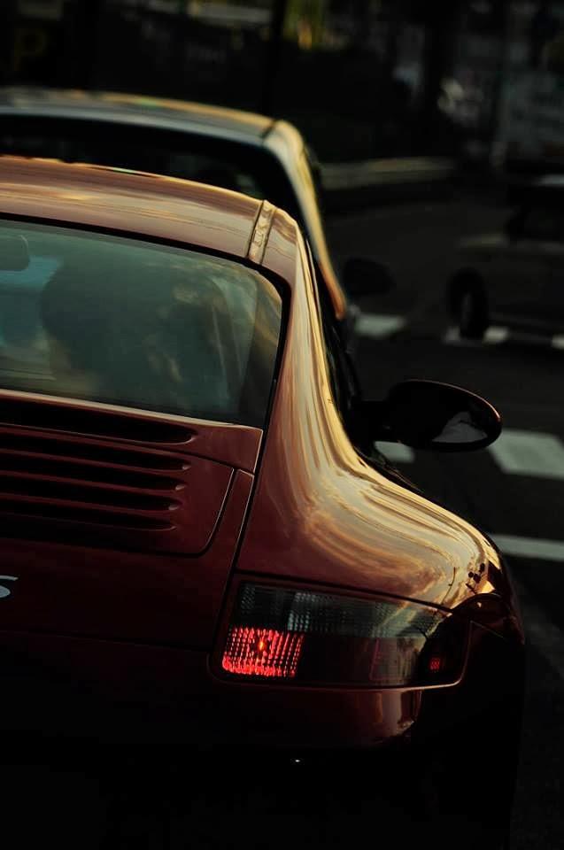 真っ赤な997の後ろ姿に惚れました。
