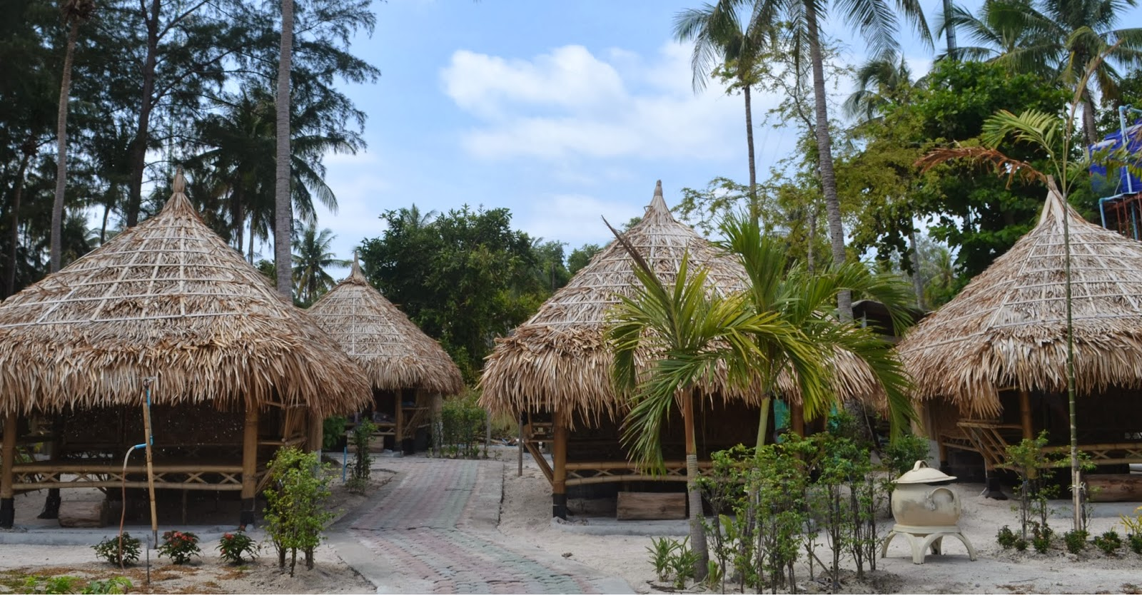 Satun dive resort beach huts koh lipe