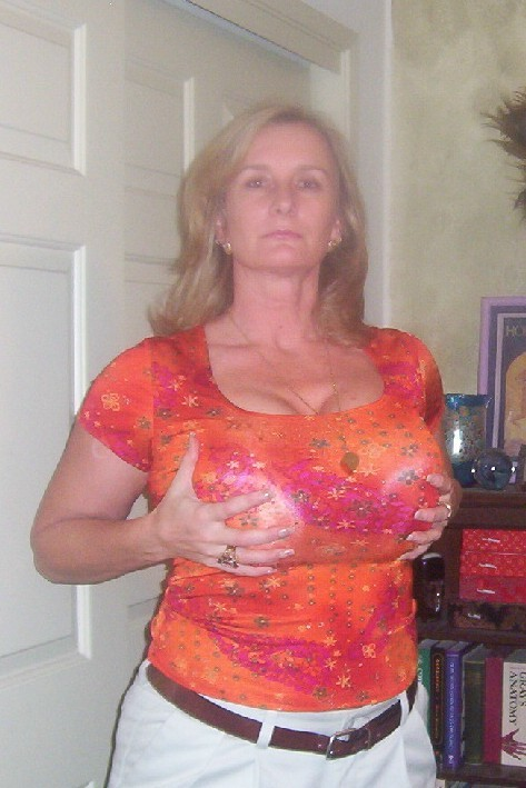 BIG BREAST MATURE: Big tits mature&grannies (vol.2)