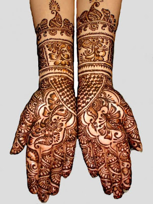 Mirror Mehndi design crafted on both hands.