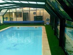 cesped artificial en piscina cubierta Azuqueca