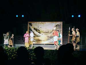 Sumber Gambar: http://3.bp.blogspot.com/-cYIf8O9QB8Q/Tc8nhfBcgNI/AAAAAAAAAEA/fgclCQfXAus/s320/pentas02.jpg