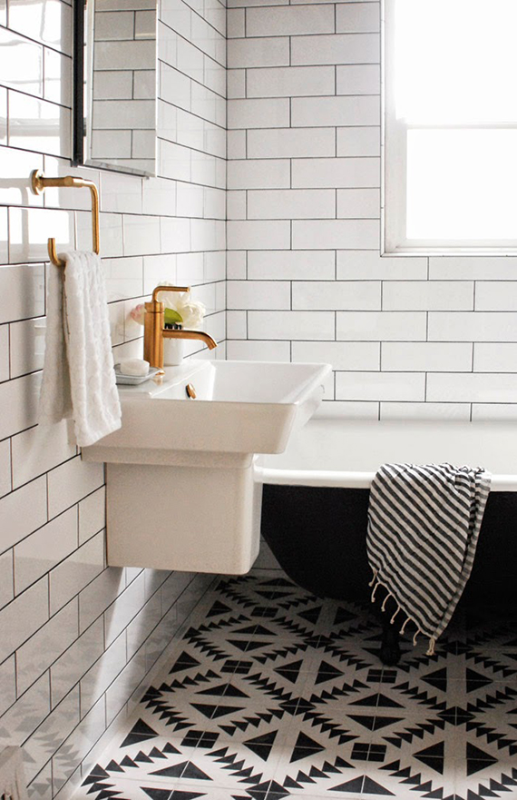 Black and white bathrooms my paradissi for Carrelage salle de bain vintage