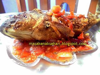 Resep Cara Membuat Sambal Ikan Goreng Merah Bumbu Tomat Enak