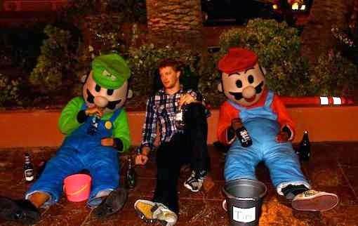 Luigi și Mario beți morți de revelion 2015 poza 2