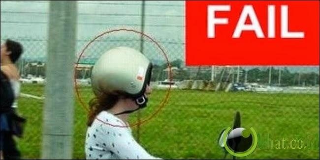 Helm Terbalik