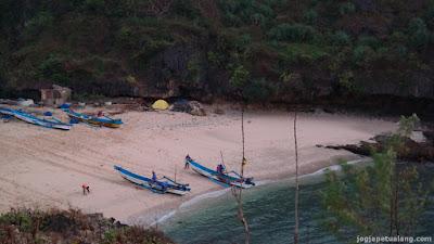 Wisata Teluk Pantai Gesing Gunungkidul Yogyakarta