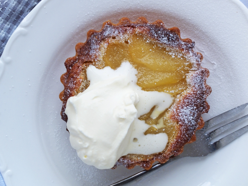 Close up of the pear and frangipane tartlette on a plate.