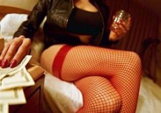 Hot Pijat dan Ngeseks Dengan Pembantu Cantik,Kisah Seks,Kisah Dewasa