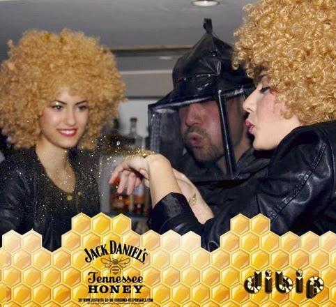 Comando de Jack Honey con abejas reina y apicultor en Zaragoza. Foto de la app de ocio nocturno Dibip, creada por Makoondo Marketing.