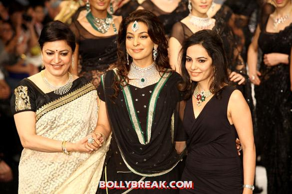 Juhi Chawla - Juhi Chawla walks the ramp for Kays Jewels at IIJW 2012 Day - 3