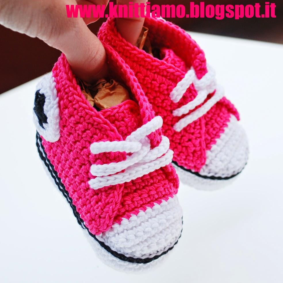 scarpe per neonati all'uncinetto converse