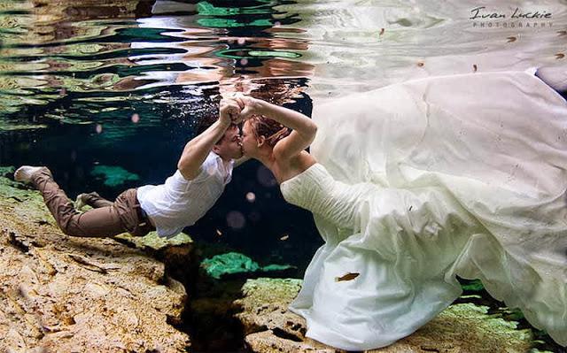 жених и невеста под водой