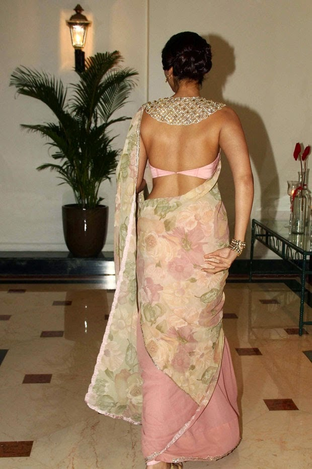 Sonam Kapoor Hot Photos in Backless Saree