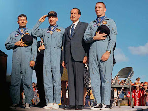 APOLLO 13 CREW AND PRESIDENT NIXON