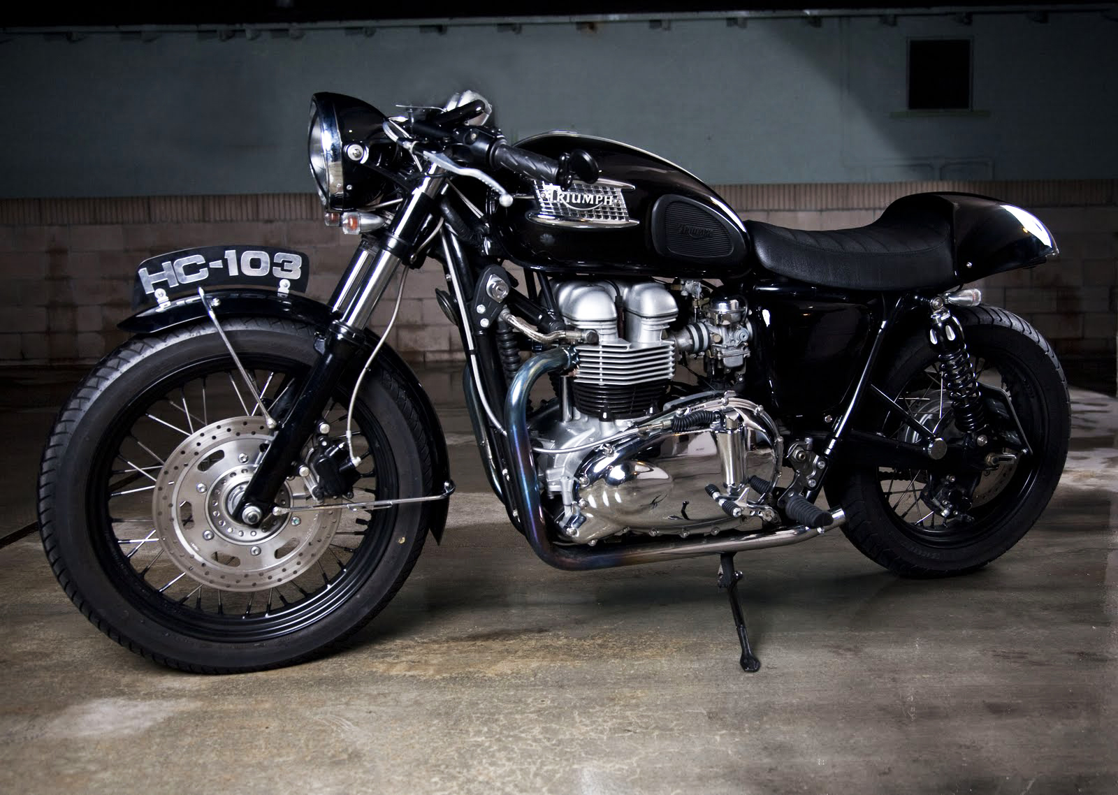 Triumph Bonneville Cafe Racer Road Race Motorsports