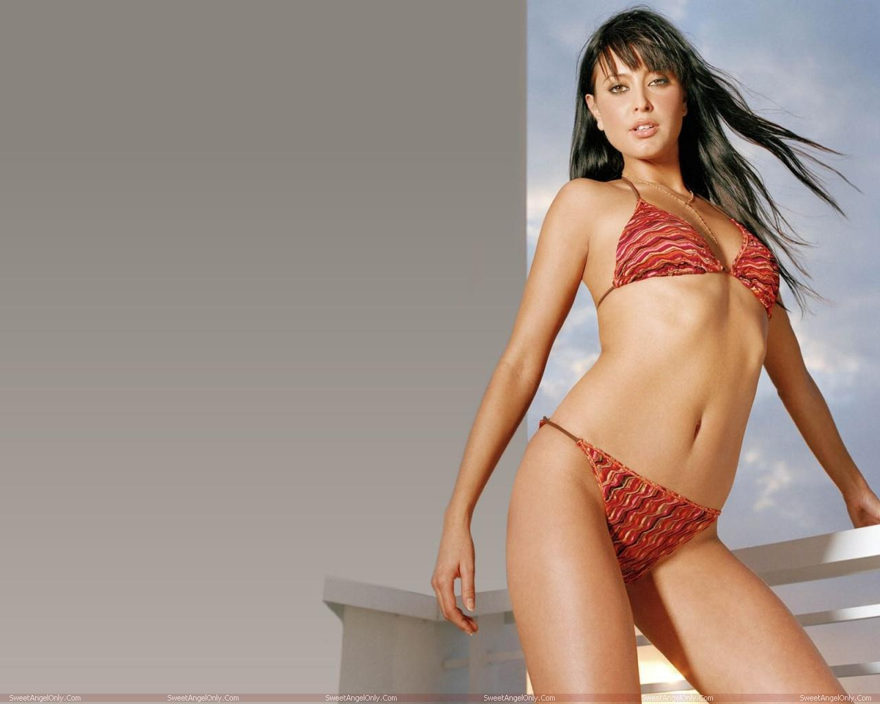 http://3.bp.blogspot.com/-c_YvWjgJ-X4/TV1NWa-SdyI/AAAAAAAAEhw/36wEmmJju_4/s1600/actress_holly_valance_hot_wallpapers_sweetangelonly_17.jpg